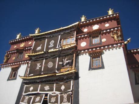 zongdian monast curtains