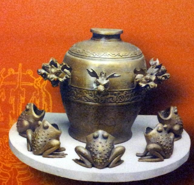 Chinese earthquake sensor. American Museum of Natural History.